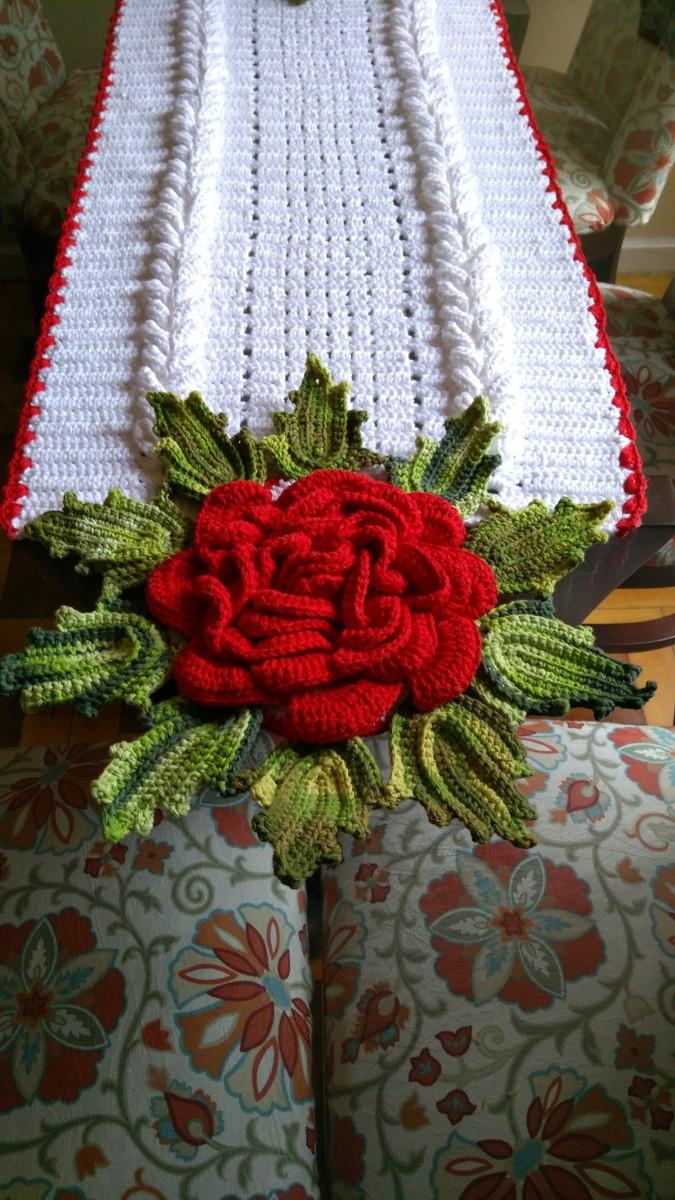 Trilho Para Mesa Em Crochê Modelo Flor