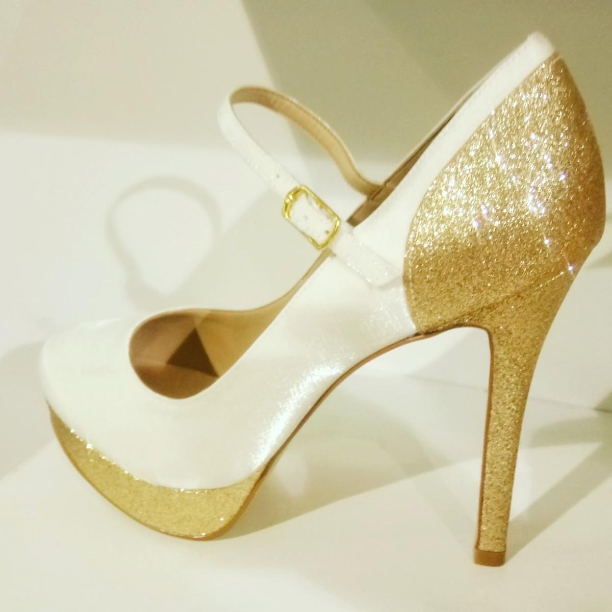 76e3226e610 Sapato Branco e Dourado no Elo7