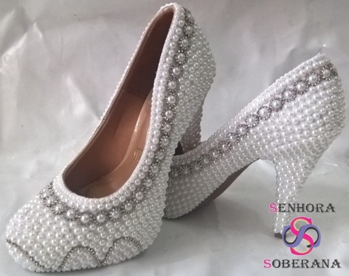 b998b3f5069 Sapato branco perolas Borda Strass luxo Cinderela (Noivas) no Elo7 ...
