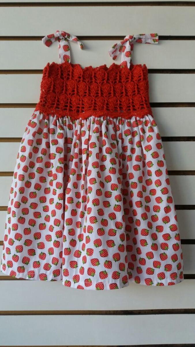 21e5ef81e Vestido infantil com pala de crochet e tecido - vermelho no Elo7 ...