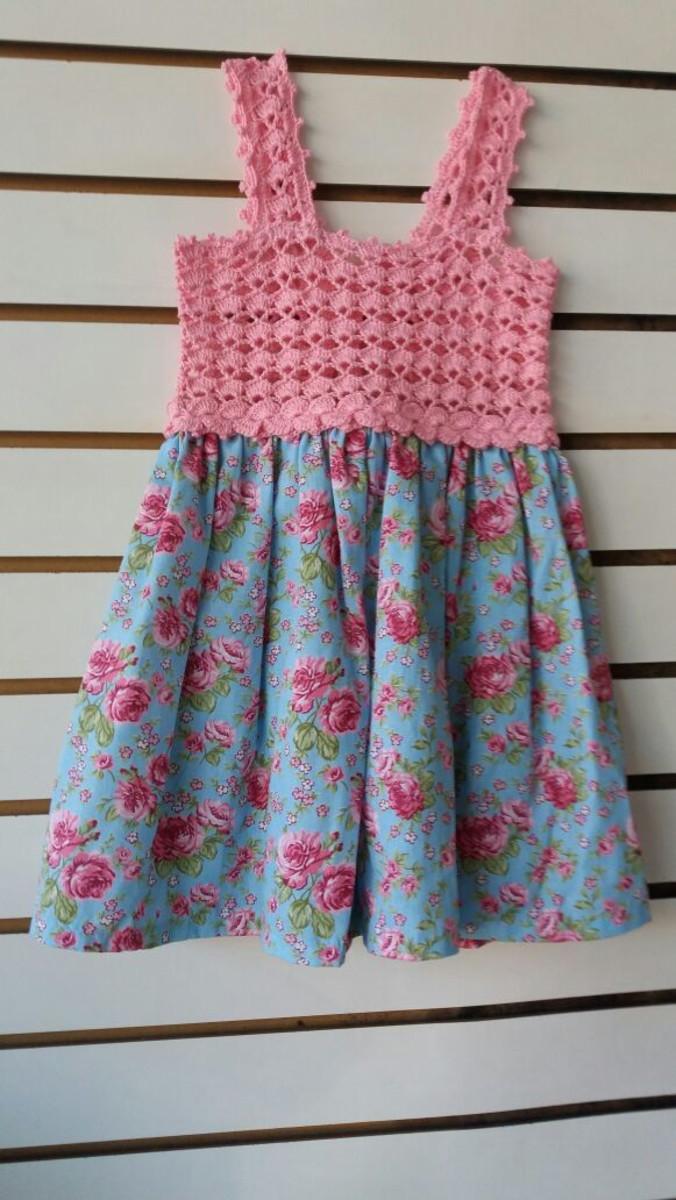 d26900225 Vestido Infantil em pala de crochet com tecido - Rosa no Elo7   De ...