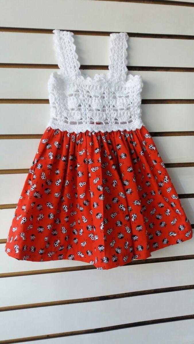 f0e3178bb Vestido infantil com pala de crochet e tecido - Branco no Elo7   De ...