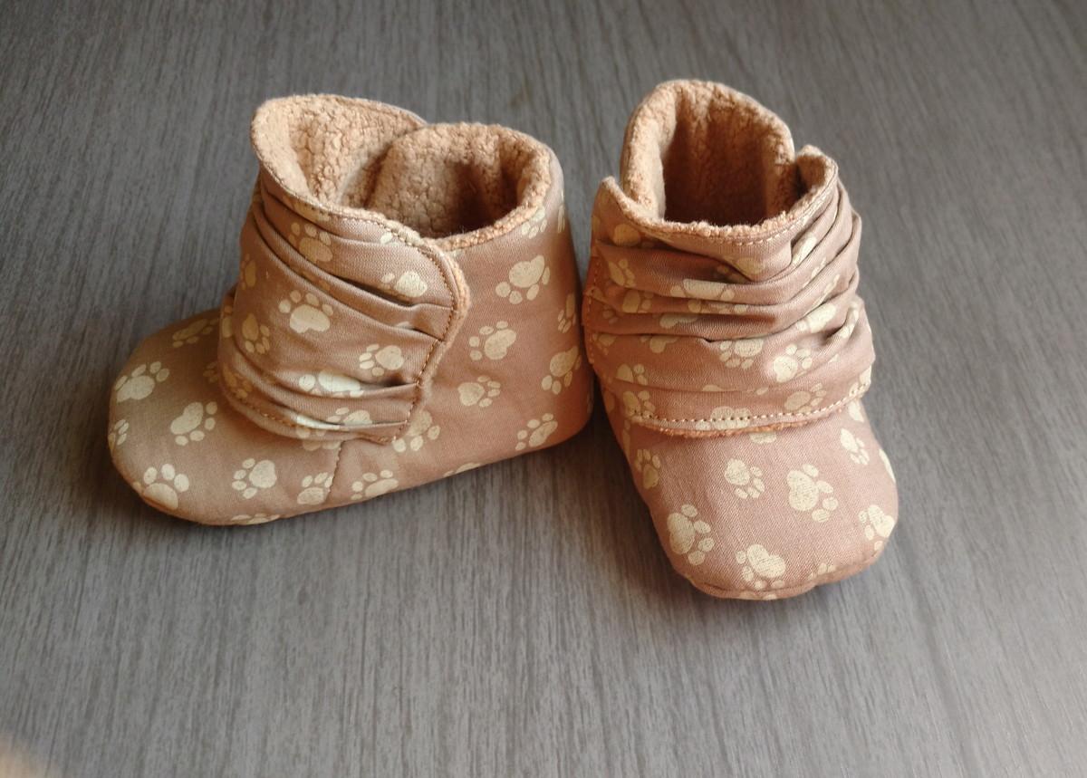 10cb5737897e52 Sapatinho bota de bebê tecido e pelúcia