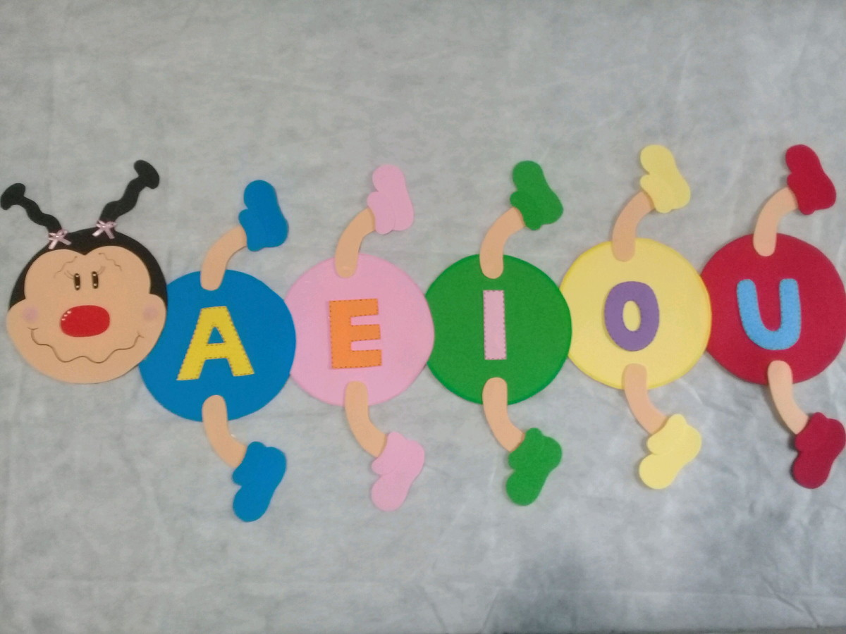 Centopeia de EVA vogais no Elo7 | FABIOLA TABBERT LASSECK (C89AED)