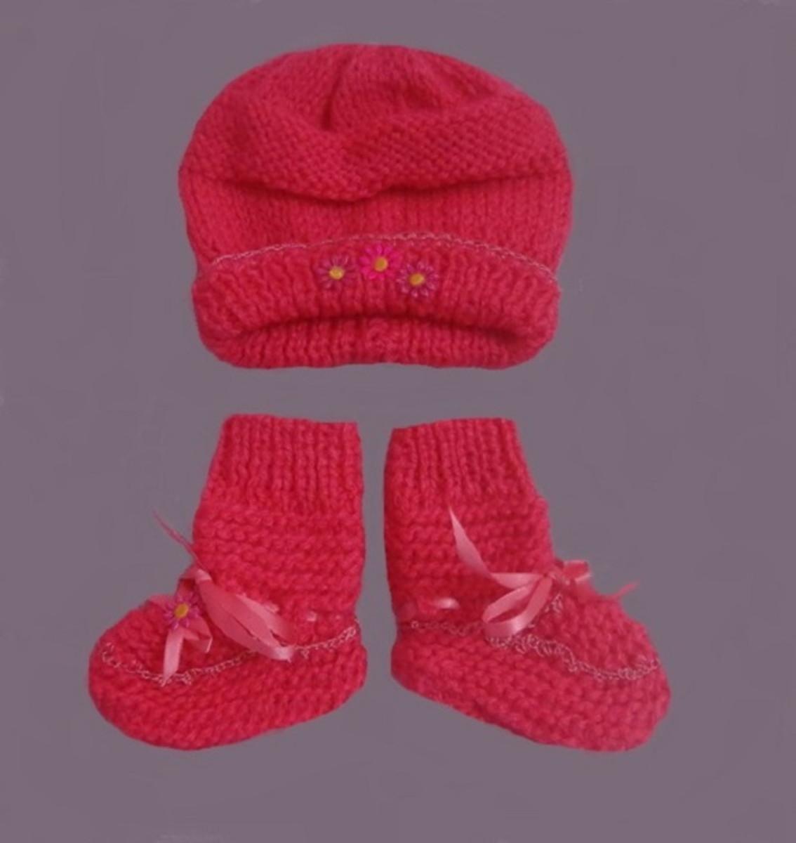7e8f8e6b60 Conjunto em tricô A mão para bebê no Elo7