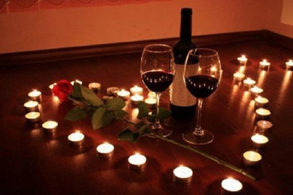 b0e2e5550e03dc Kit Romântico Para Namorados, Pétalas, Taças, Velas Coração