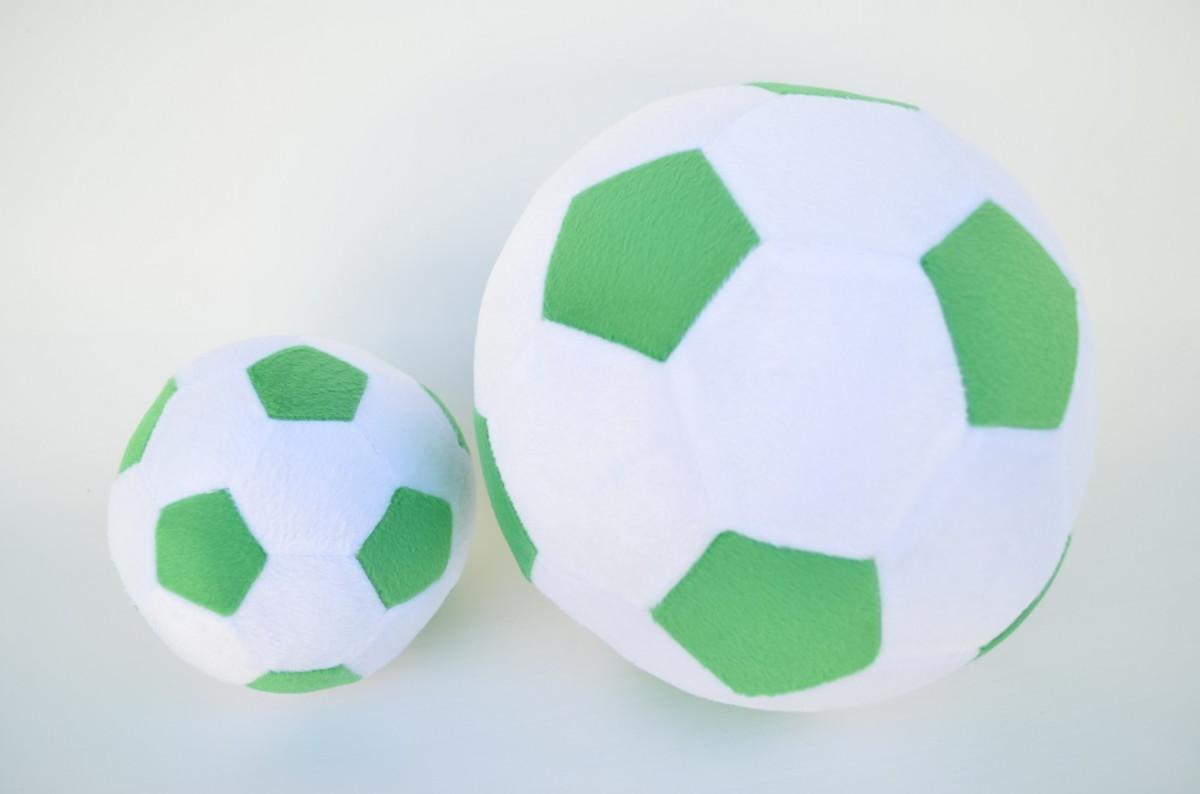 818bbeac42 Bolas de Futebol de Pelúcia Branca e Verde ( 2 peças ) no Elo7 ...