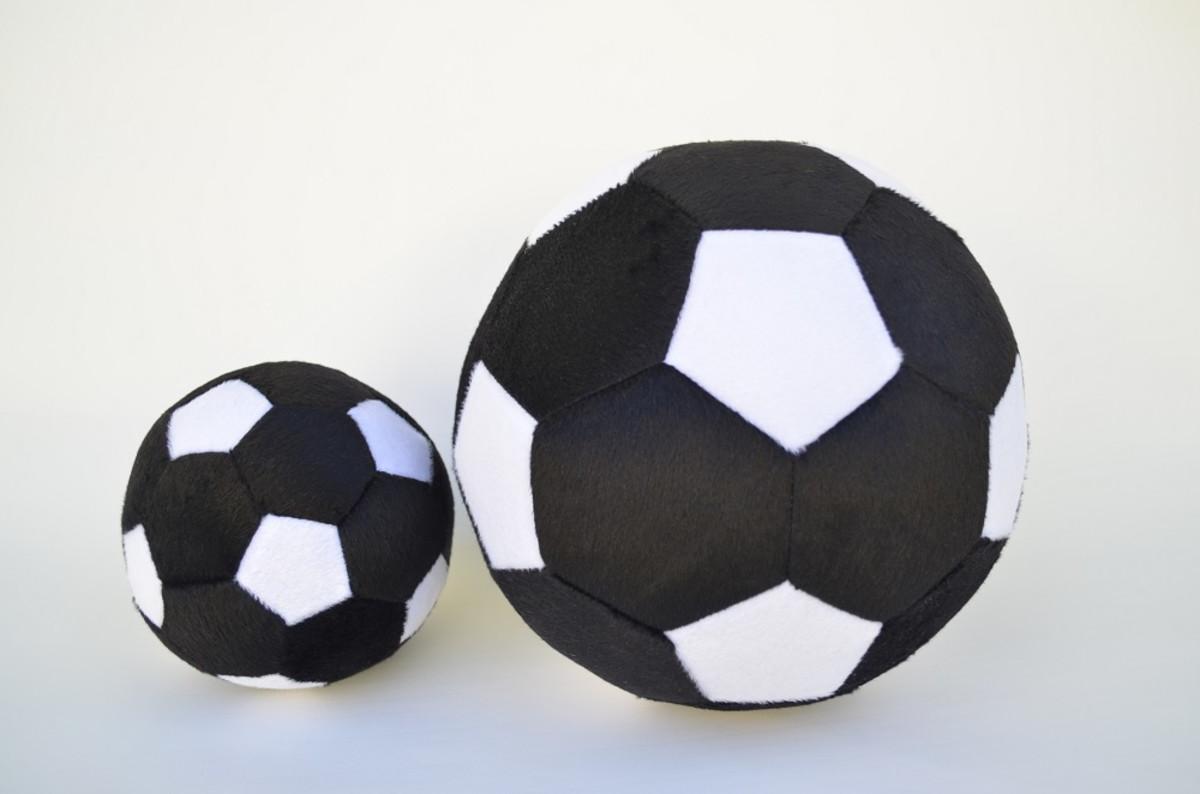 Bolas de Futebol de Pelúcia Preto e Branca ( 2 peças ) no Elo7 ... 7ba1c782aa07e