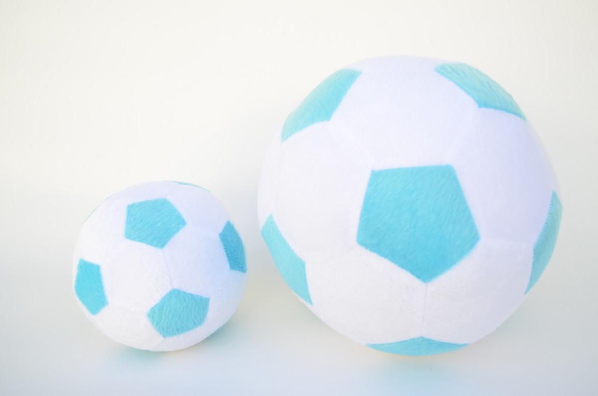 d2687bcd11 Bolas de Futebol de Pelúcia Branca e Azul ( 2 peças ) no Elo7