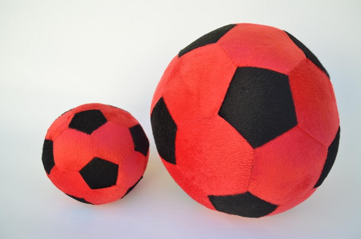 f317ff65aa Bolas de Futebol de Pelúcia Vermelha e Preto ( 2 peças ) no Elo7 ...