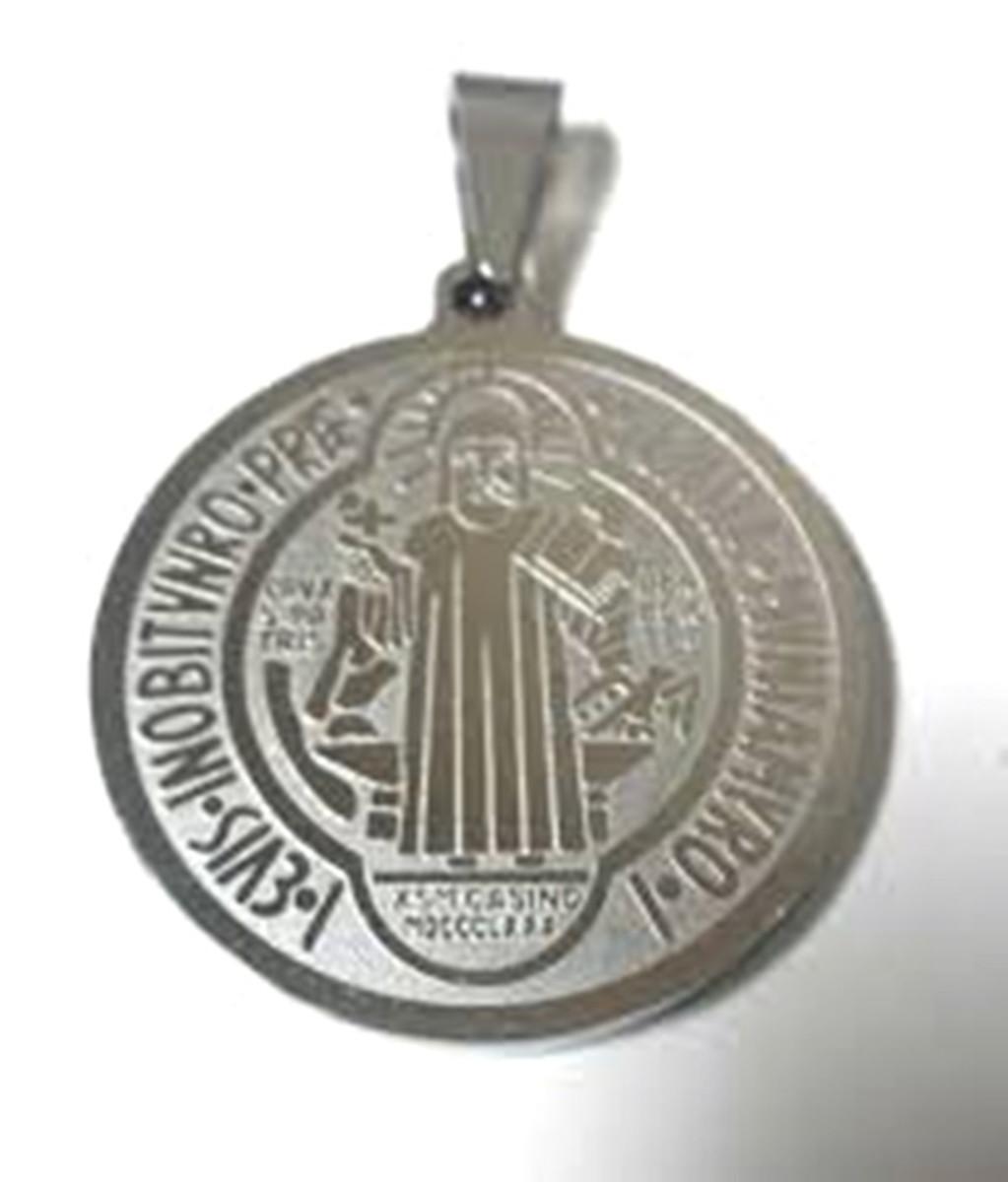 a2ab6e327d2b2 Pingente Medalha São Bento Grande Prata Aço Inox no Elo7