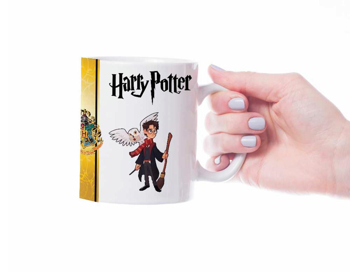 Caneca Harry Potter em desenho Hogwarts + Harry carinha no Elo7 ... 3aad0e78346a9