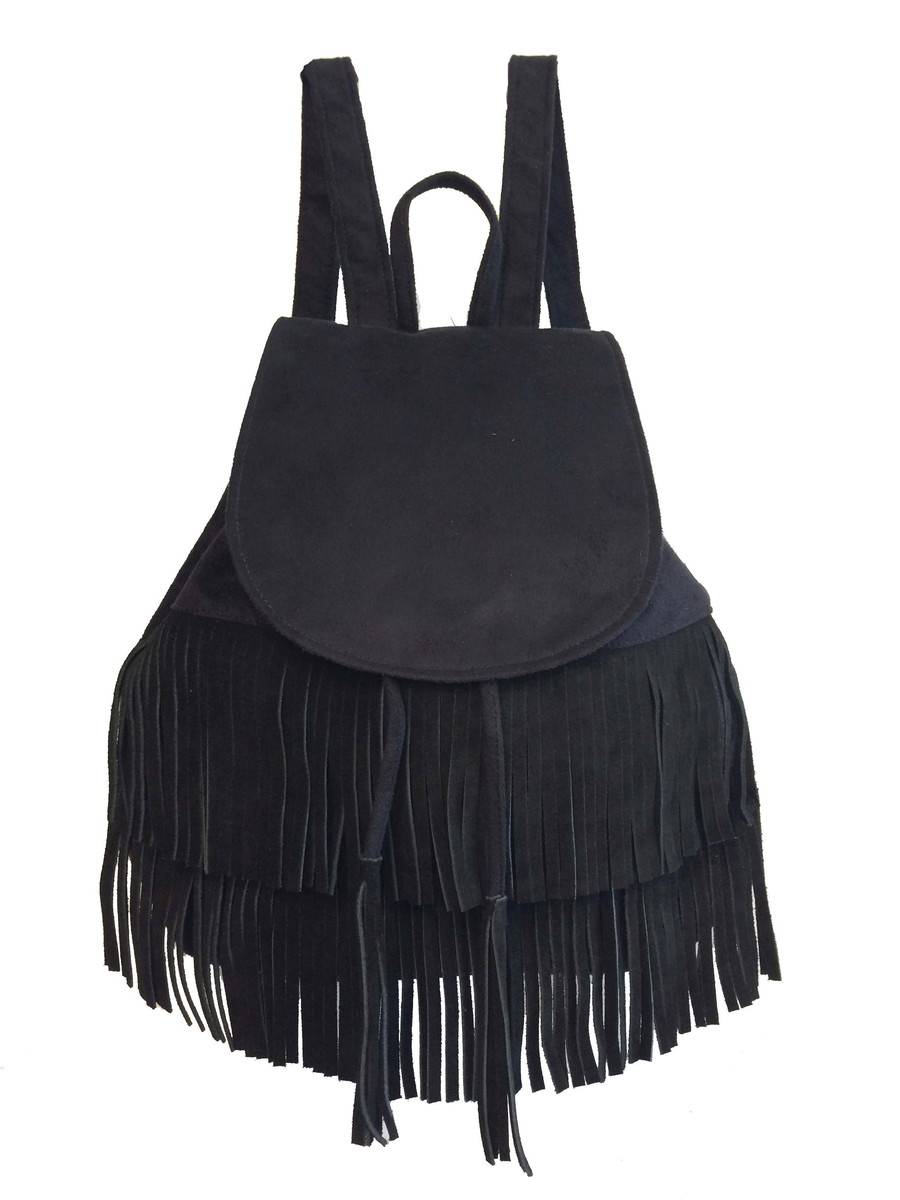 9d52de618 Bolsa mochila feminina preta com franjas e alças reguláveis no Elo7 ...