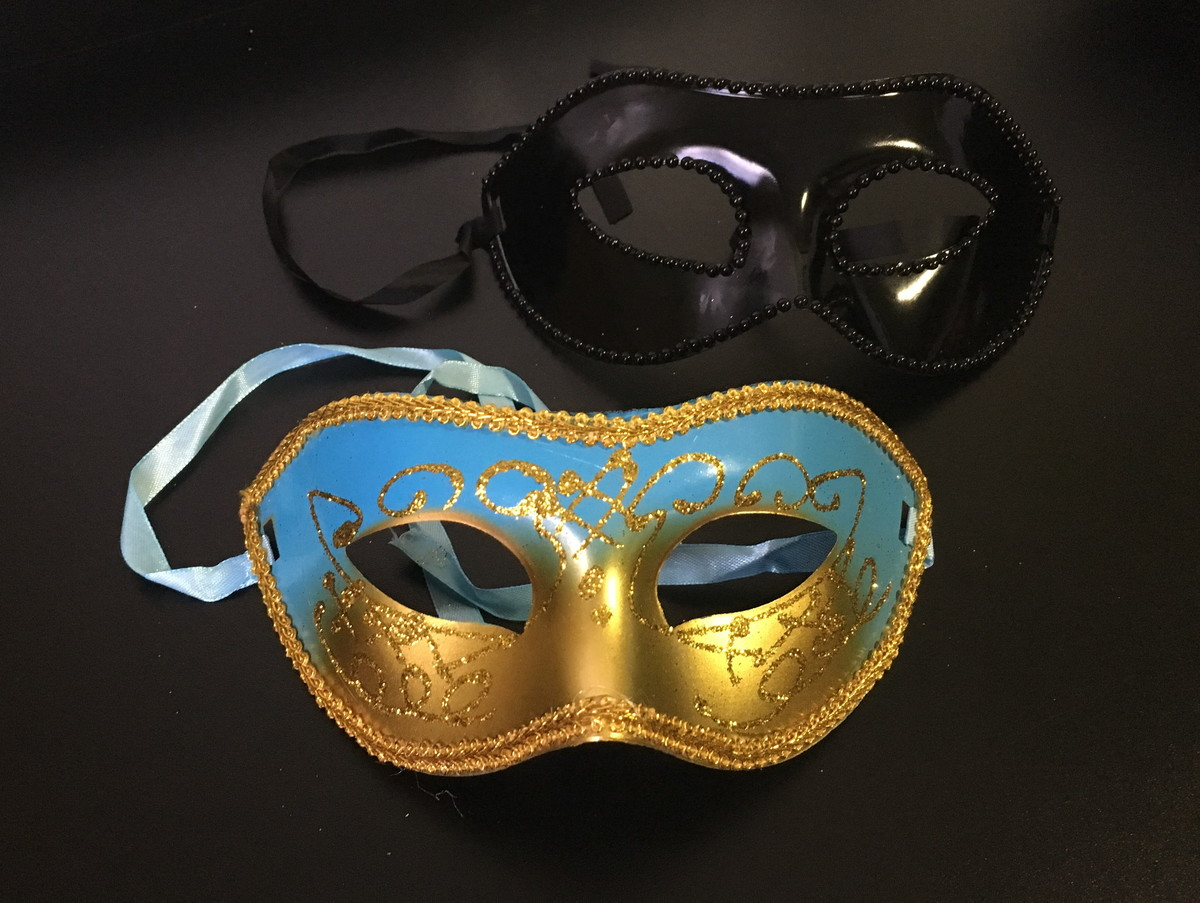 f46991cd5d36ae Máscara feminina cor azul com dourado e Masculina preta