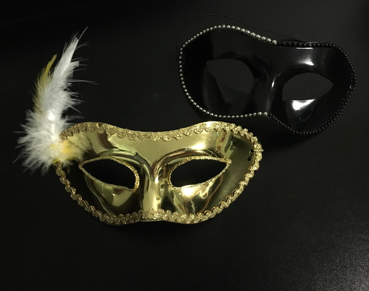 d7790265380478 Máscara Masculina cor preta e Máscara Feminina cor dourada