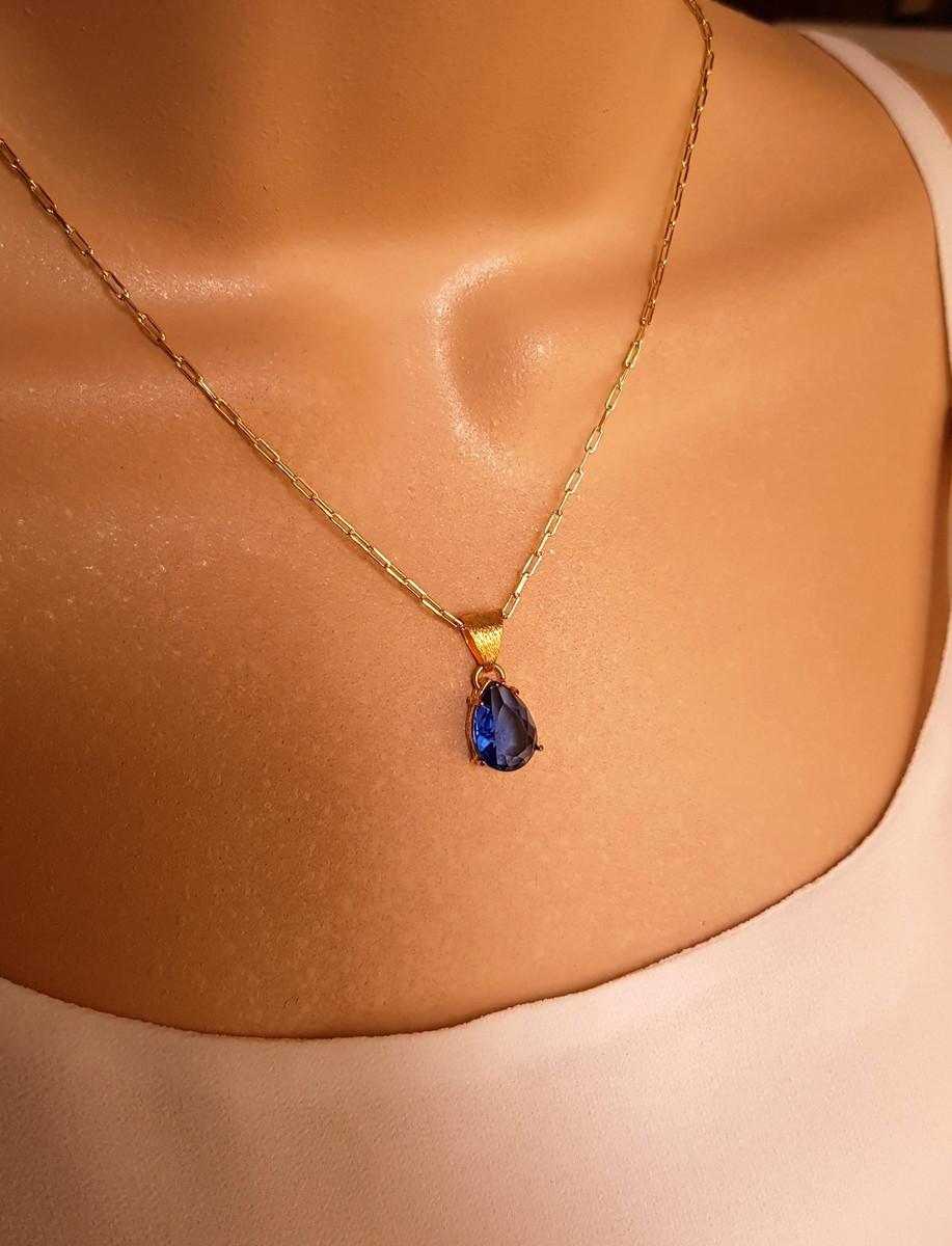Corrente folheada pingente cristal azul no Elo7   Sinhazinha (423E33) 938bdea47f