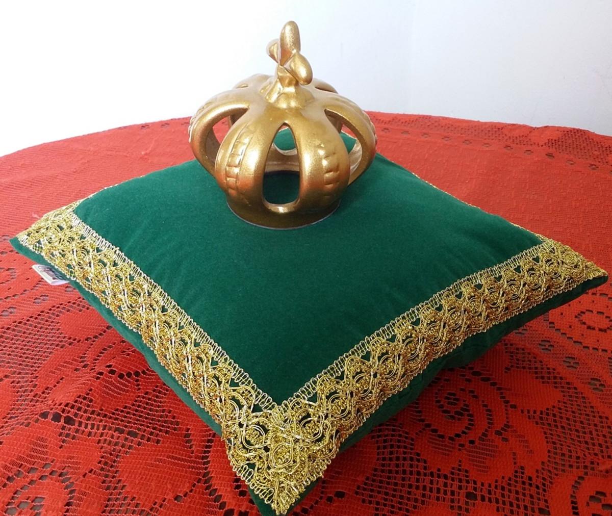 Almofada para festa Princesa ou Realeza em Veludo Verde no Elo7 ... ed92d1619fb70