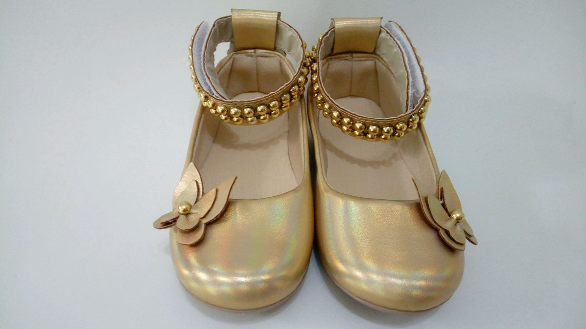 2afed3bddf6 Sapato dourado holográfico no Elo7