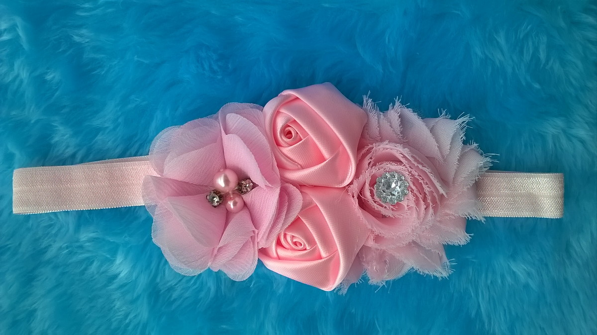 f81f52b962 Faixa para bebê com flor de chifon e cetim rosa no Elo7