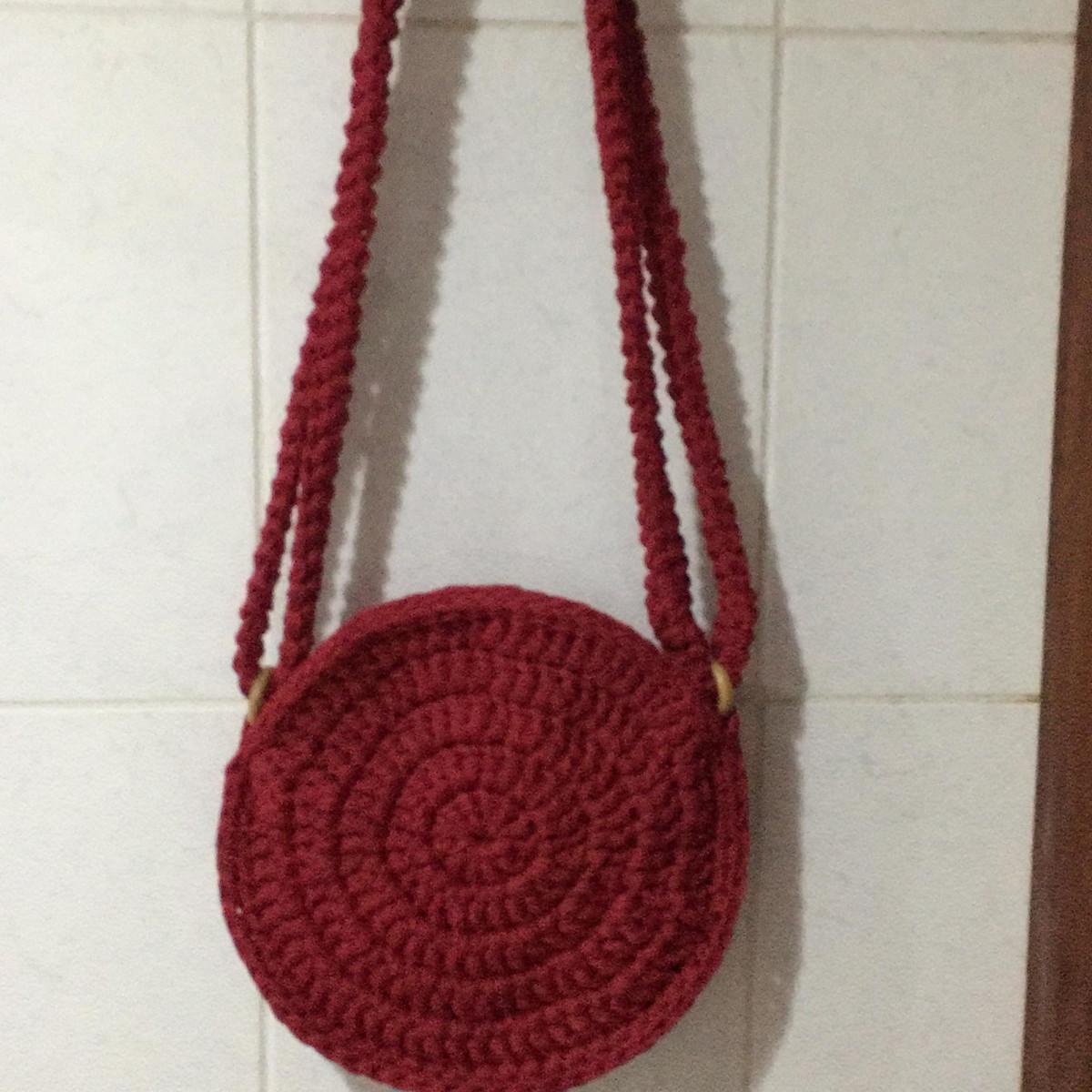09751c7f8 bolsa-redonda-em-croche-fio-de-malha-boho-alca