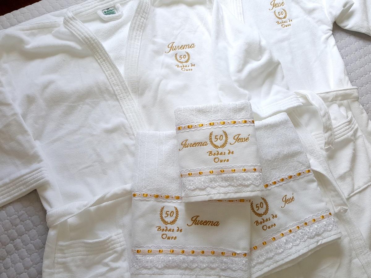 66e6ff3aab21f5 Kit Jogo De Toalhas De Banho Casal + 2 Roupões Bodas Ouro