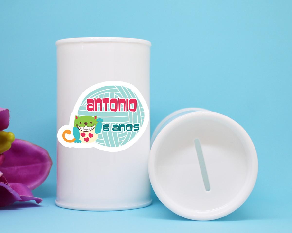 dfeb88de64ad5d Cofrinho de plástico com adesivo com texto– gato colorido