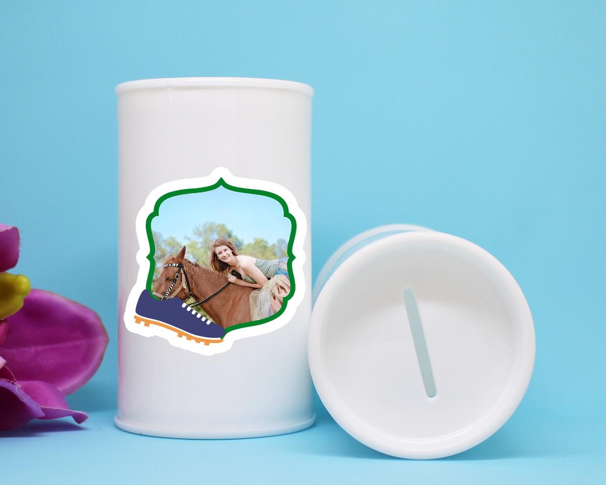 Cofrinho de plástico com adesivo com foto – Brasil chuteira no Elo7 ... 6fc9016bac218