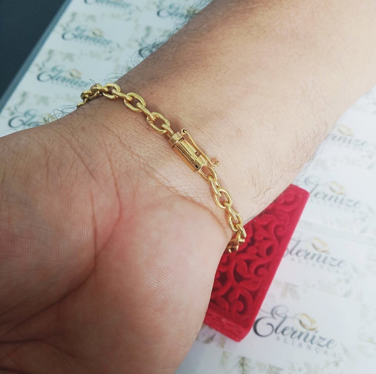 1ed99e74009 Pulseira cartier cadeado moeda antiga cor de ouro 5mm no Elo7 ...
