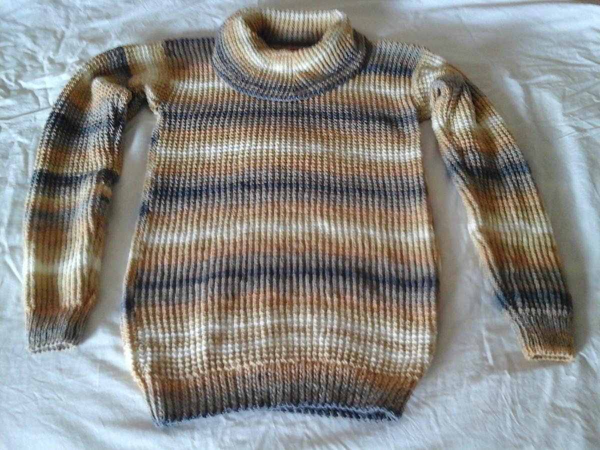 96d2320669 Blusa Feminina em lã trico à mão com listras e gola alta no Elo7 ...