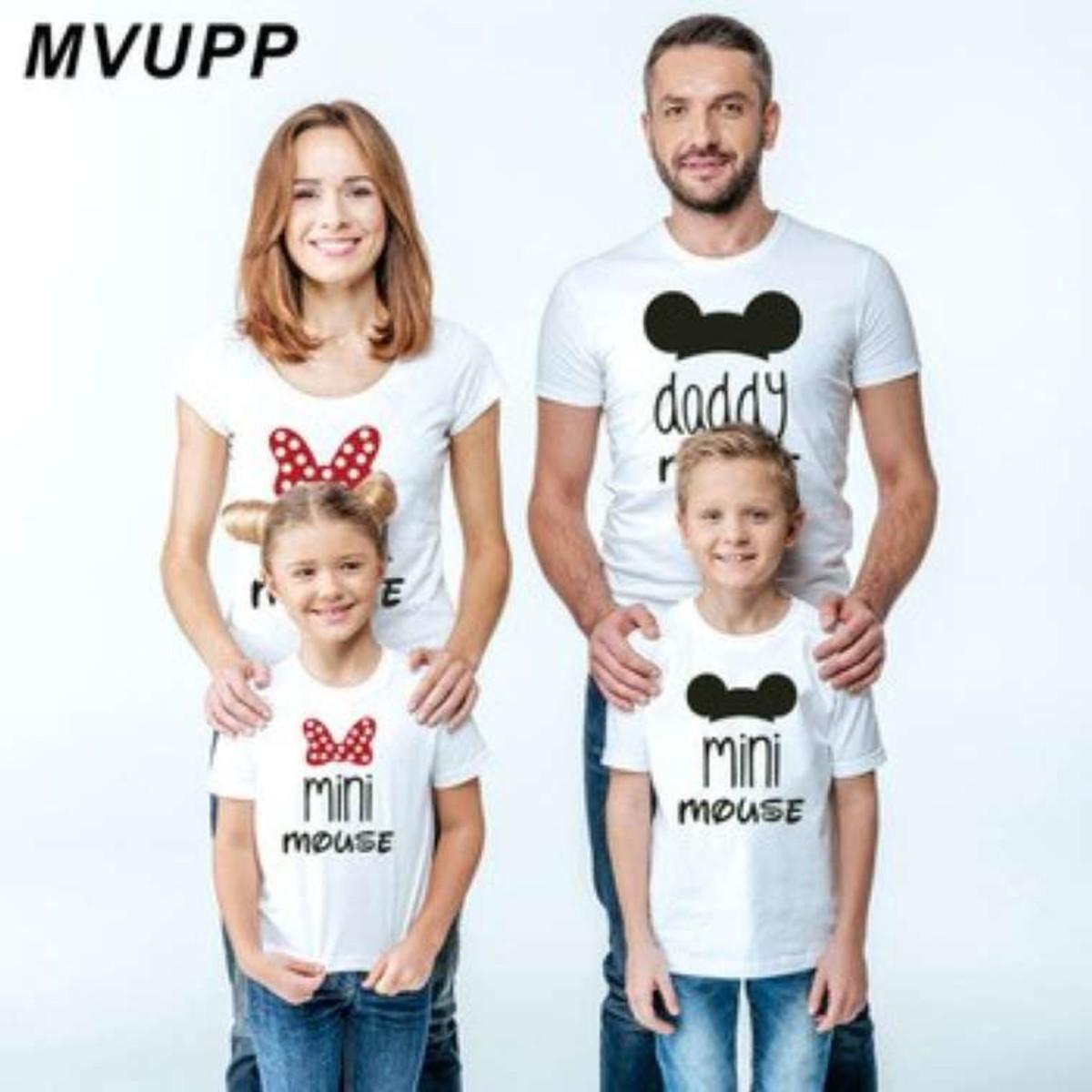 1473a61dede9 kit 4 camisetas familia mickey personalizadas no Elo7   Estação ...