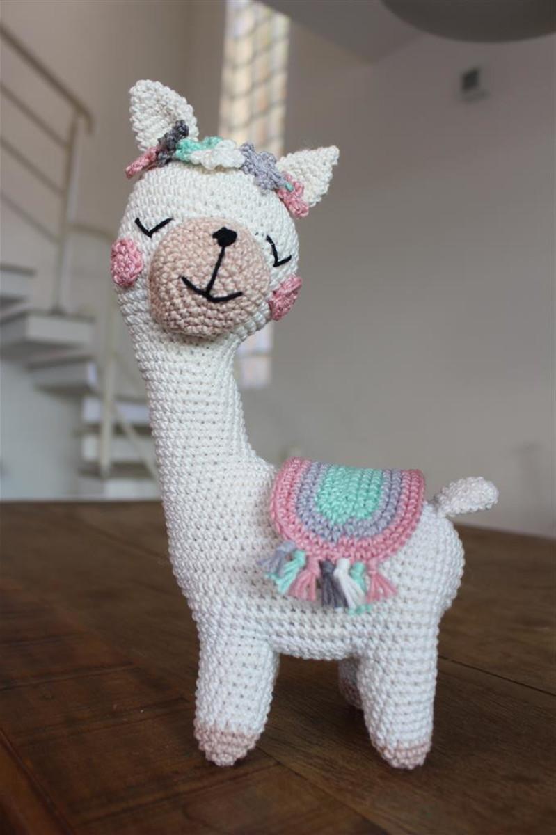 Lonzo the Llama amigurumi pattern - Amigurumipatterns.net | 1200x799