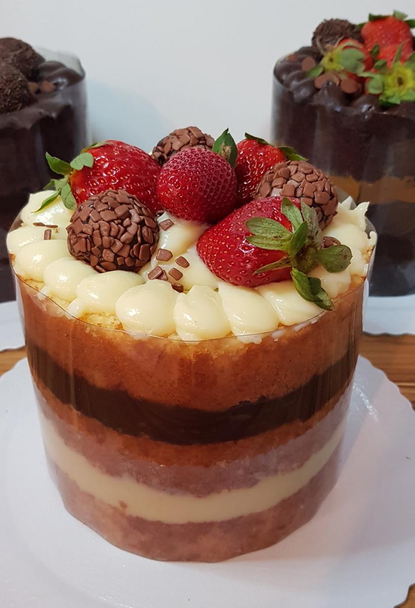Bolo Naked Cake c morangos 12 fat Barra da Tijuca no Elo7