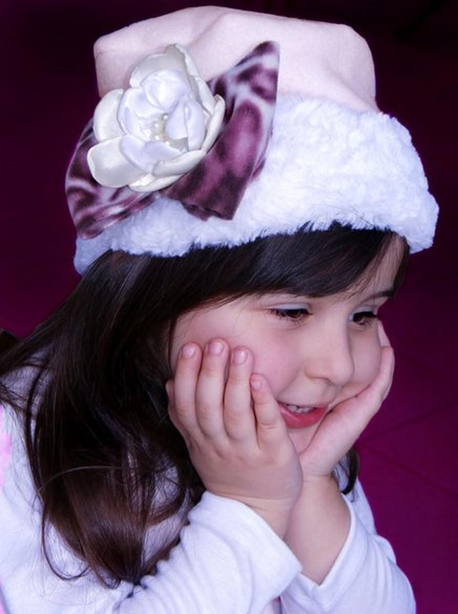 Gorro Infantil Rosa com Flor e Pelucia no Elo7  ca3fb1184dd