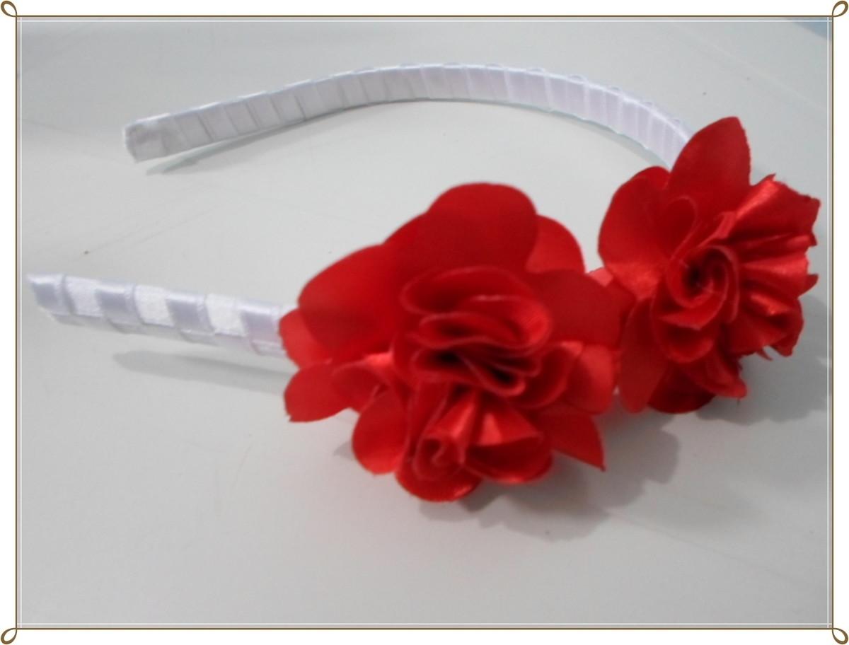 Tiara com flores vermelhas de cetim no Elo7  67580e765ac