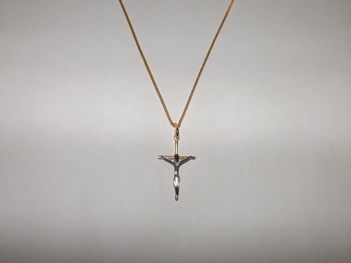 Colar cruz com cristo folheado a ouro no Elo7   Águas Claras ... 265da7f1b3