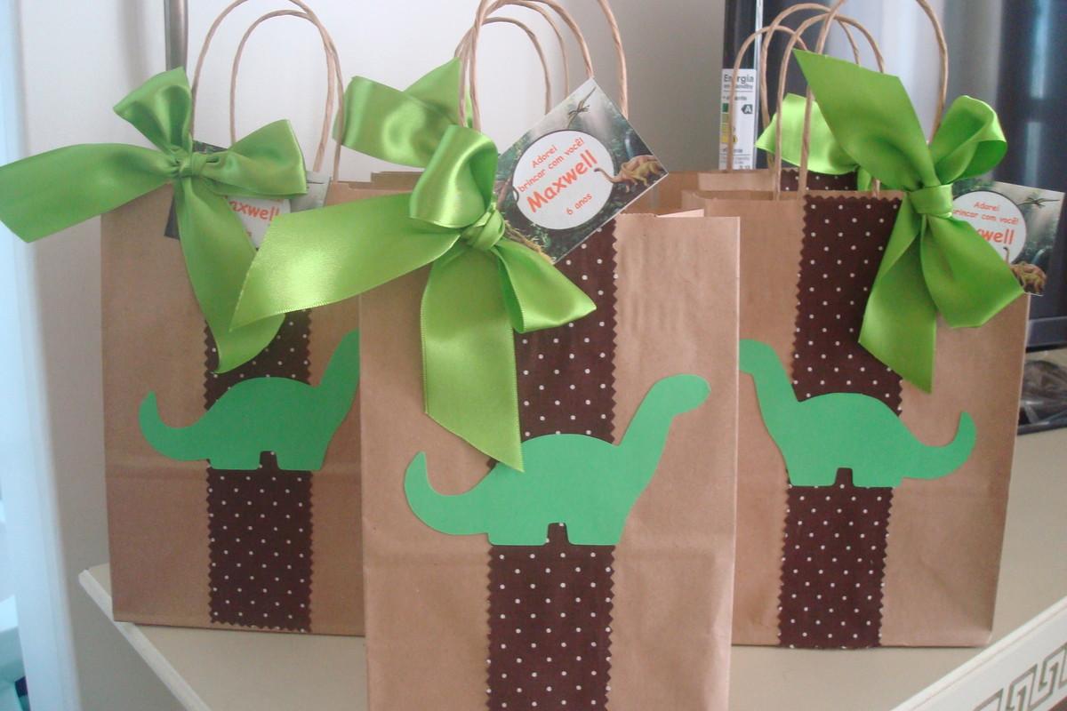 Sacolinha decorada tema dinossauros no elo7 caramelada for Decoracion para aniversario