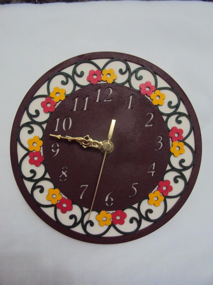 3618df2bee8 Relógio de parede em mdf Margaridas no Elo7