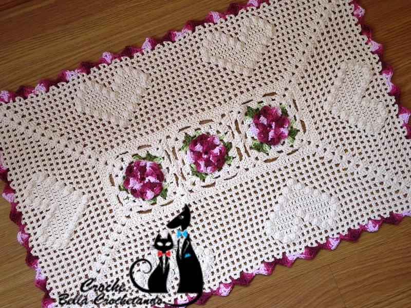 tapete de crochê de coração com flores