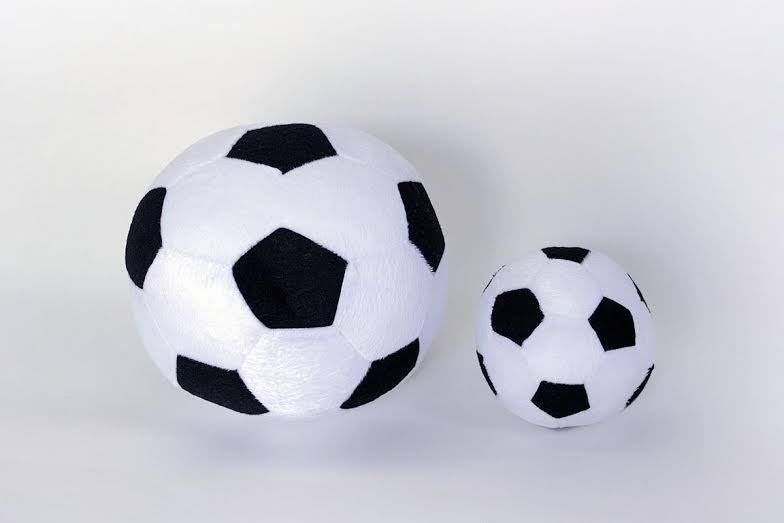Bolas de futebol de pelúcia (2 peças). no Elo7  886dfa3758fa0