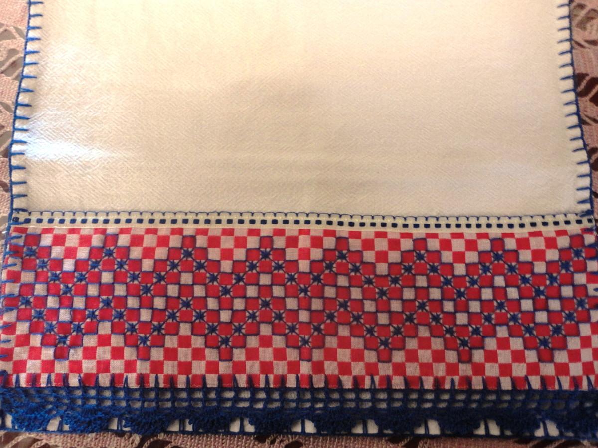 620dadc6966138 Pano de prato bordado em xadrez