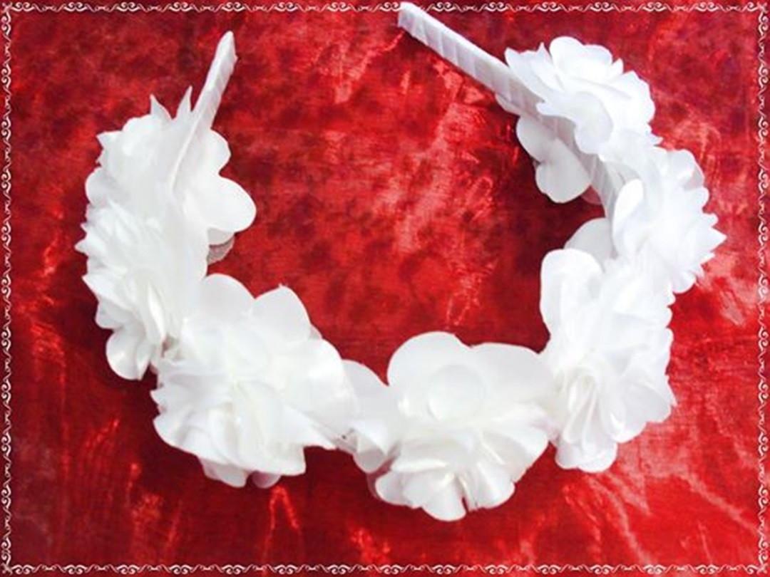 Tiara branca com flores no Elo7  2cd8f308d16