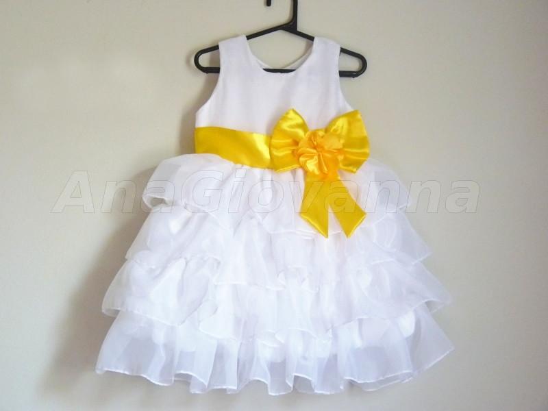 ef06de6466 Vestido Infantil Branco com laço amarelo no Elo7