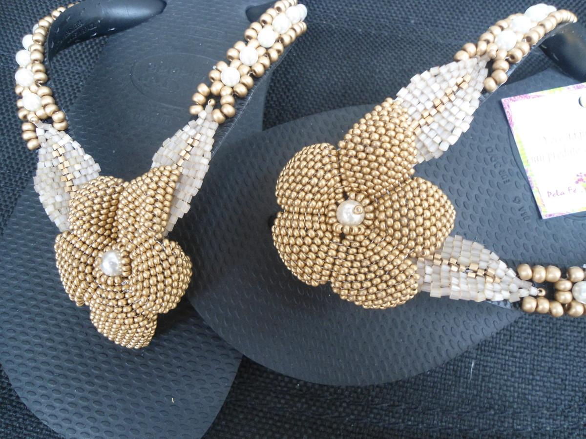 Sobre a Divinoshop. A DIVINO SHOP Importadora, atua há mais de 40 anos no mercado, voltada exclusivamente para a importação direta das últimas tendências no segmento de pedrarias para confecções, bordados, calçados, bijuterias, decoração.