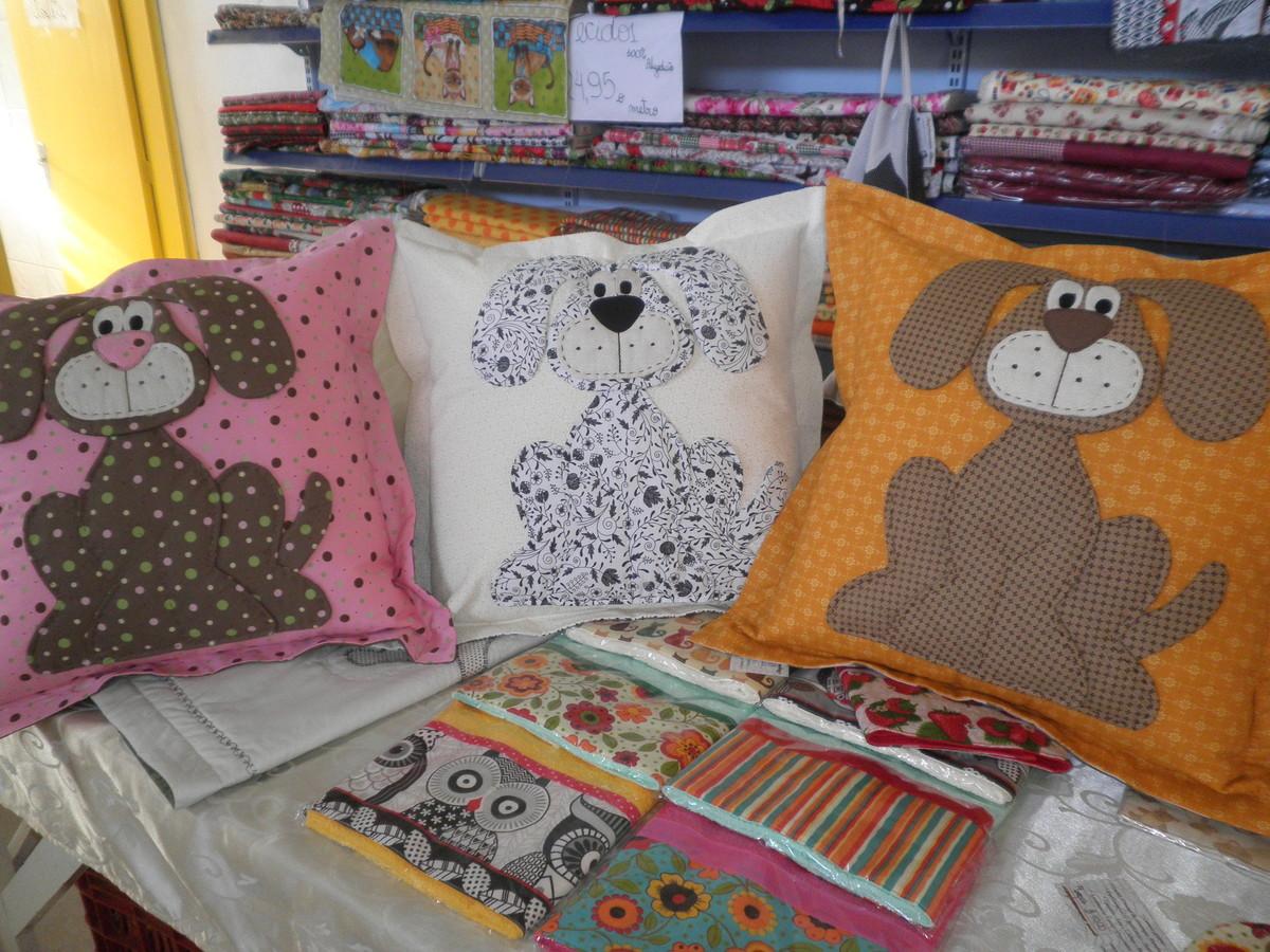 almofadas com cachorro em patchwork no elo7 marcelo roberto modesto cagliani 50a804. Black Bedroom Furniture Sets. Home Design Ideas