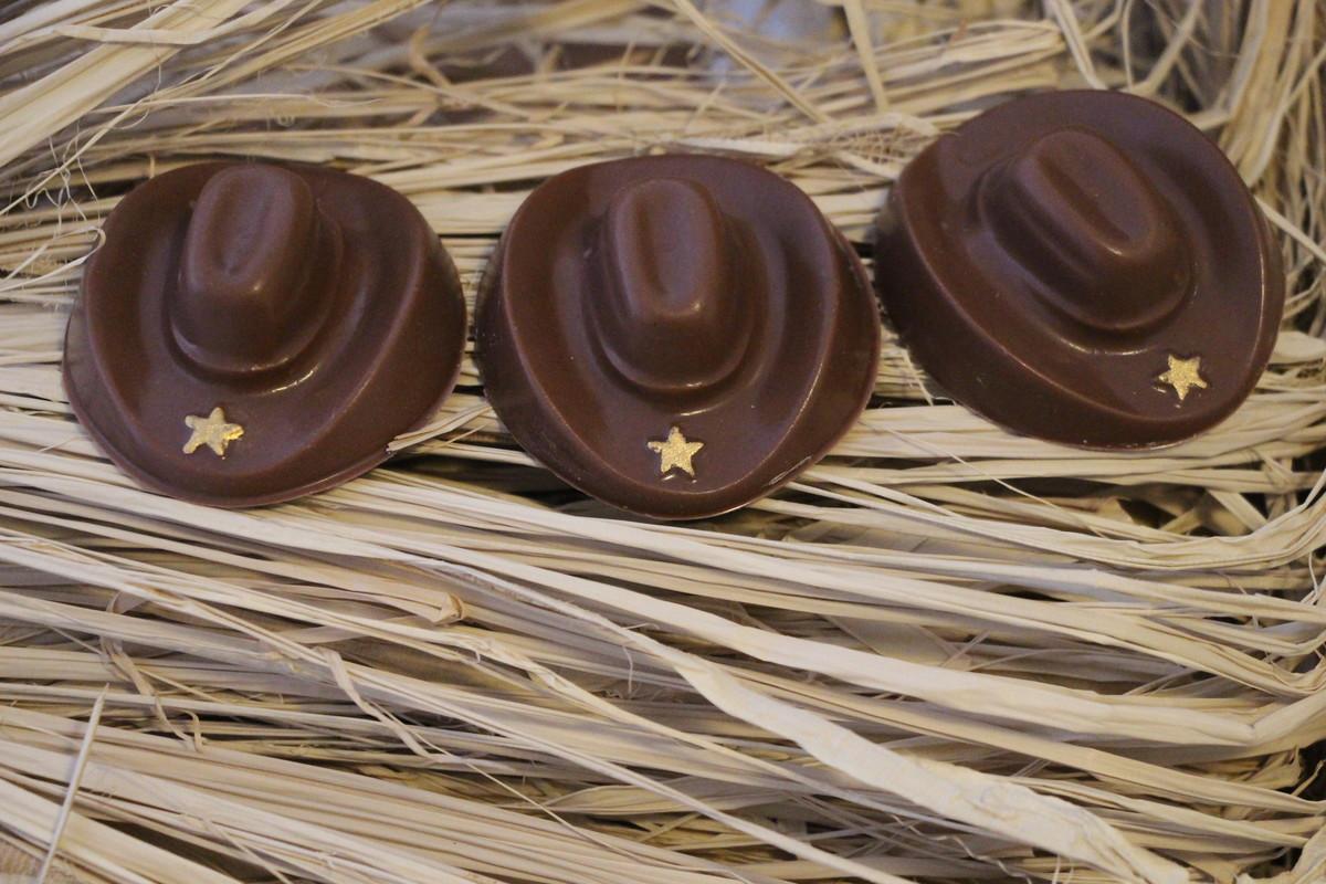 Resultado de imagem para chapéu cowboy chocolate
