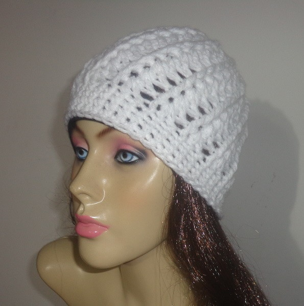 5daa85b24c105 Touca feminina em crochê feito com lã no Elo7