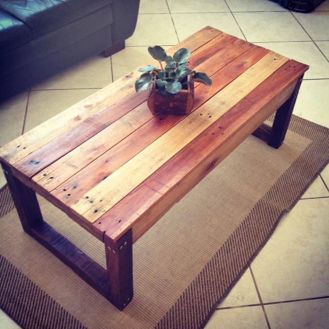 Mesa de centro em madeira de palete no elo7 scdecora o for Mesa de centro de palet