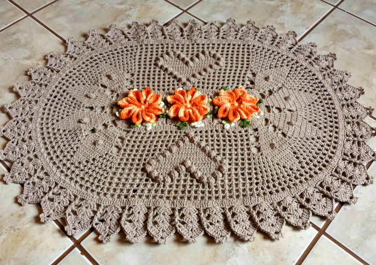 Tapete Oval Flor Mosquitinho de Bico | Eliane Arts | Elo7