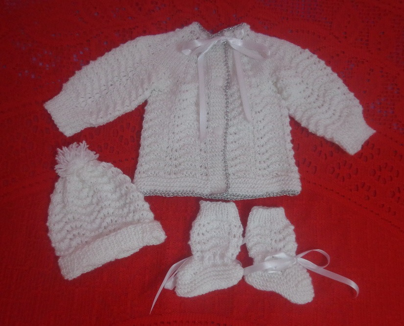 3097cfccdb Conjunto para bebê em tricô à mão RN no Elo7