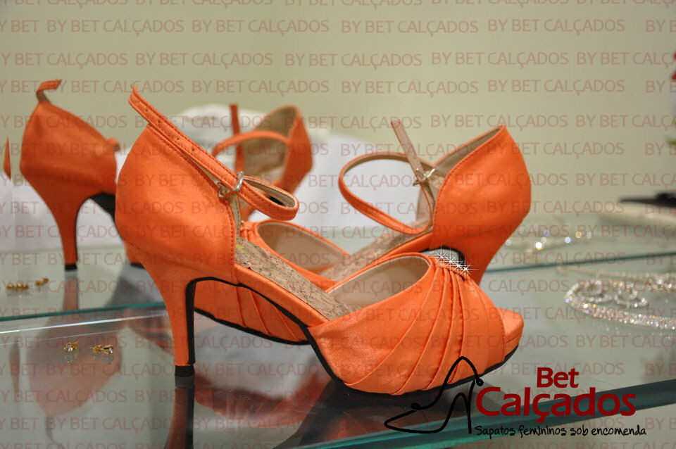 2bd28a7ba6 Sandália CETIM laranja rosto drapeado no Elo7